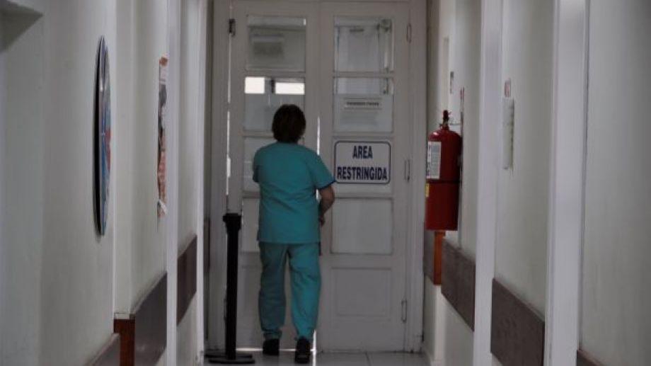 """Jacobacci es la localidad con mayor número de contagios. El hospital """"Dr. Rogelio Cortizo"""" está colapsado. Foto: José Mellado."""