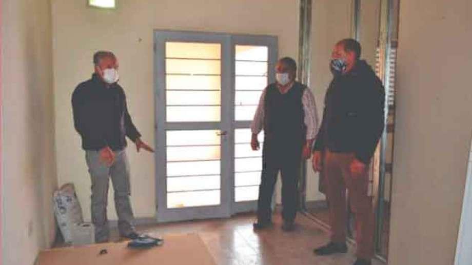 El equipo técnico del Centro de Diálisis Patagonia recorrió las instalaciones en Jacobacci. Foto: gentileza.