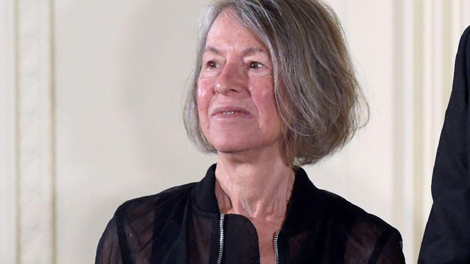 Louise Glück apurada por tomar su café, agradeció el premio Nobel de Literatura sin filtro.