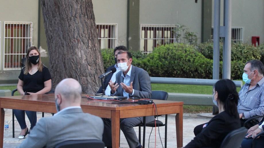 El gobernador Omar Gutiérrez en conferencia de prensa. Foto: Oscar Livera
