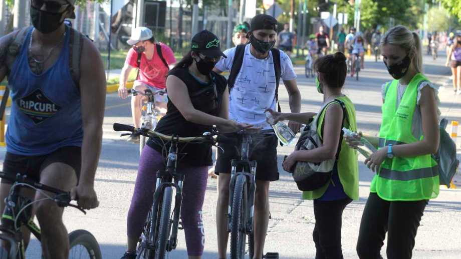 Después de las 15 los domingo en Neuquén no se podrá utilizar los autos.  Foto: Archivo.