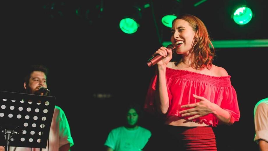 Licenciada en Música por UNLP, Real Nini es compositora, cantante y bailarina.