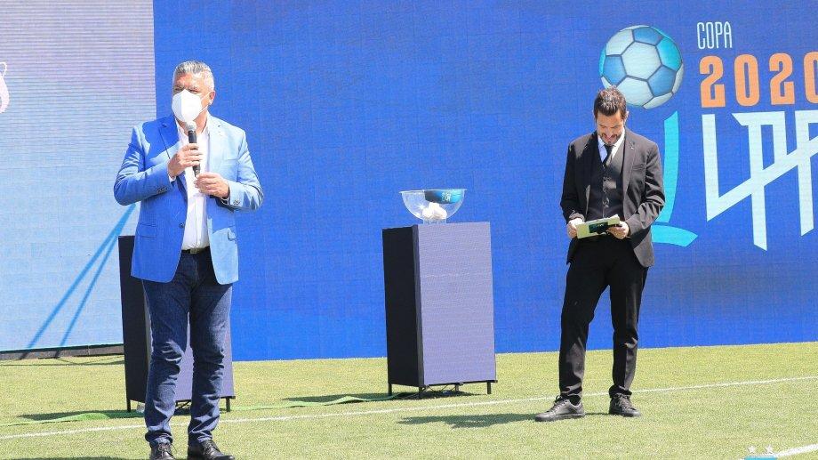 Claudio Tapia, presidente de AFA, estuvo presente en el sorteo.