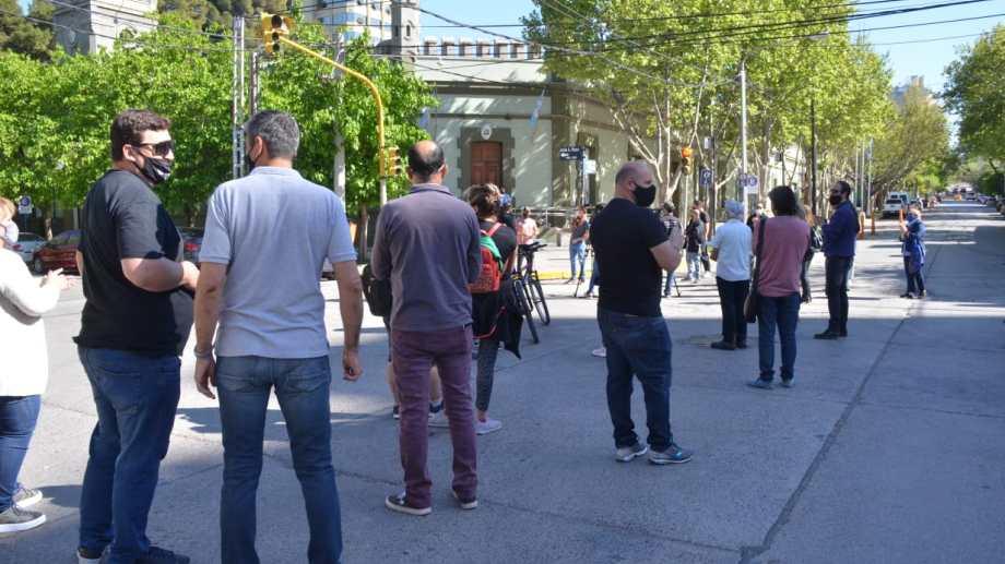 La protesta de comerciantes tuvo como epicentro la Casa de Gobierno. Foto: Yamil Regules.
