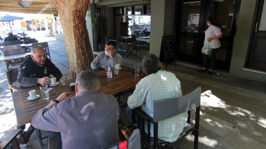 La Asociación de Hoteleros y Gastronómicos de Neuquén reclama que se extienda el horario de atención de los locales. (Foto: Oscar Livera).