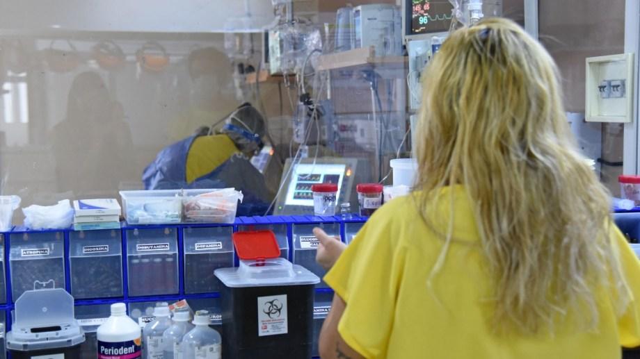 Las unidades de terapia intensiva continúan al límite en Neuquén. Foto: Florencia Salto.