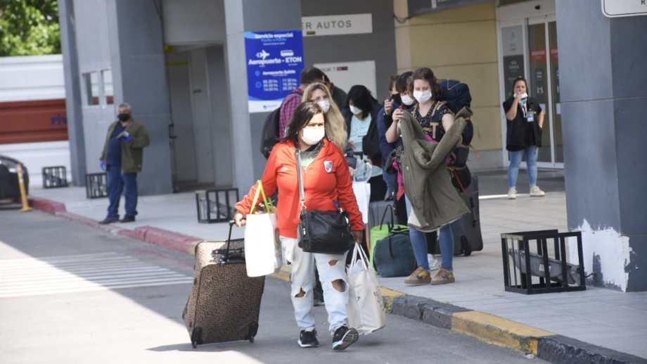 Hoy se retomaron los vuelos comerciales -no turísticos- en Neuquén. (Florencia Salto).-