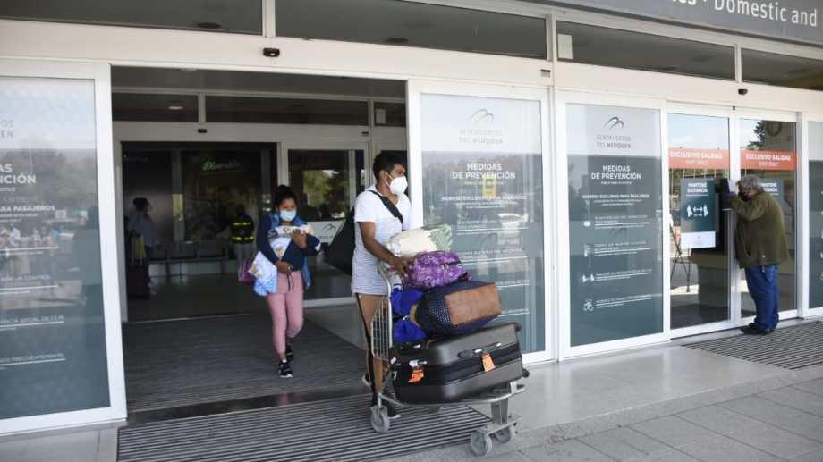Después de siete meses, volvieron los vuelos comerciales a Neuquén. (Florencia Salto).-