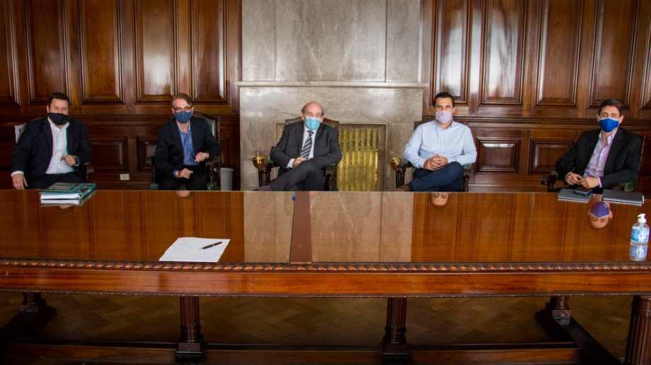 El titular de Energía y el CEO de YPF analizaron con las autoridades de la Federación de Empresas de Energía el complejo escenario del sector.