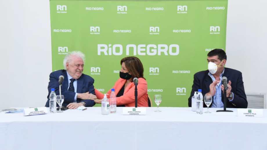 El ministro y la gobernadora dieron una conferencia antes de recorrer el hospital de Catriel. (Florencia Salto).-