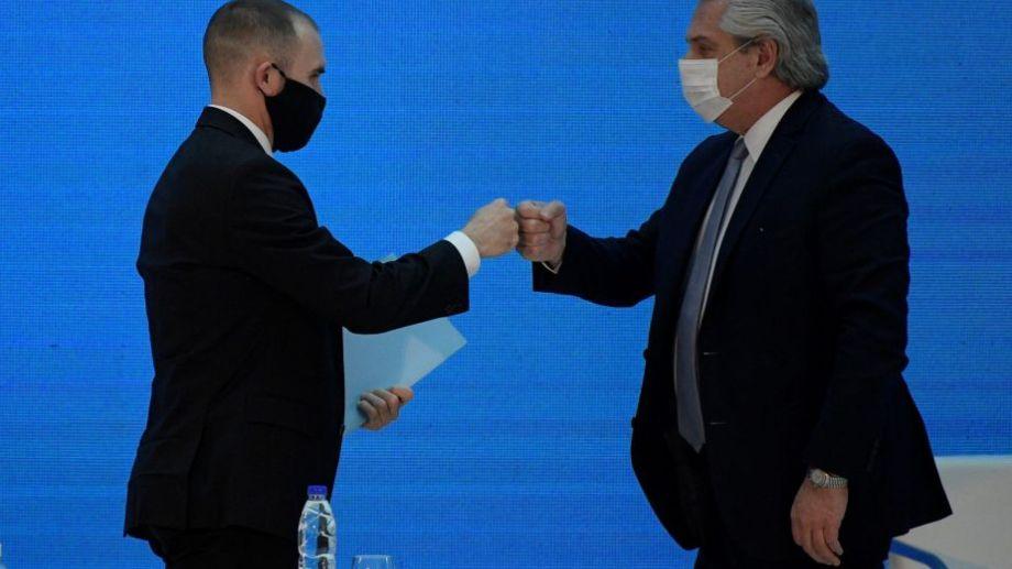 El ministro de Economía, Martín Guzmán, junto a Alberto Fernández.-