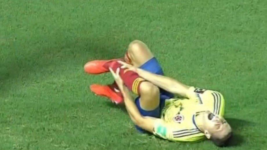 Santiago Arias se lesionó en el partido que Colombia le ganó a Venezuela por 3 a 0.