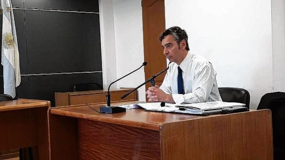 El fiscal Francisco Arrien dialogó con los ocupantes. Foto: archivo