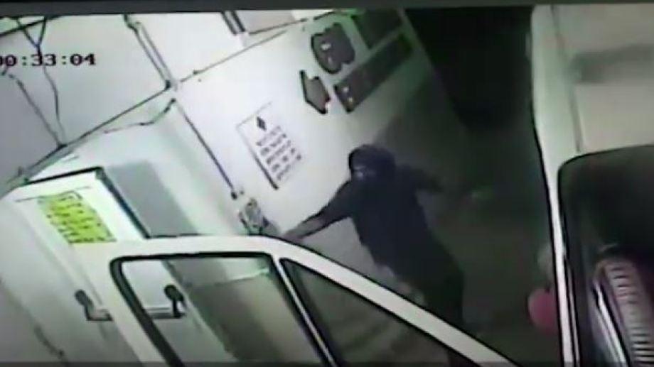 El ataque al médico de Campo Grande quedó registrado en las cámaras de seguridad. (Foto: captura de video)