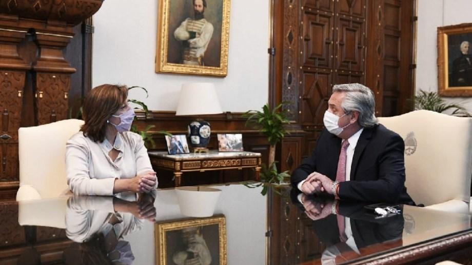 La gobernadora Arabela Carreras con el presidente Alberto Fernández en la Casa Rosada, el 22 de octubre pasado.