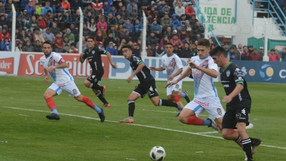 Cipolletti jugó en dos ocasiones por Copa Argentina en el Coloso.