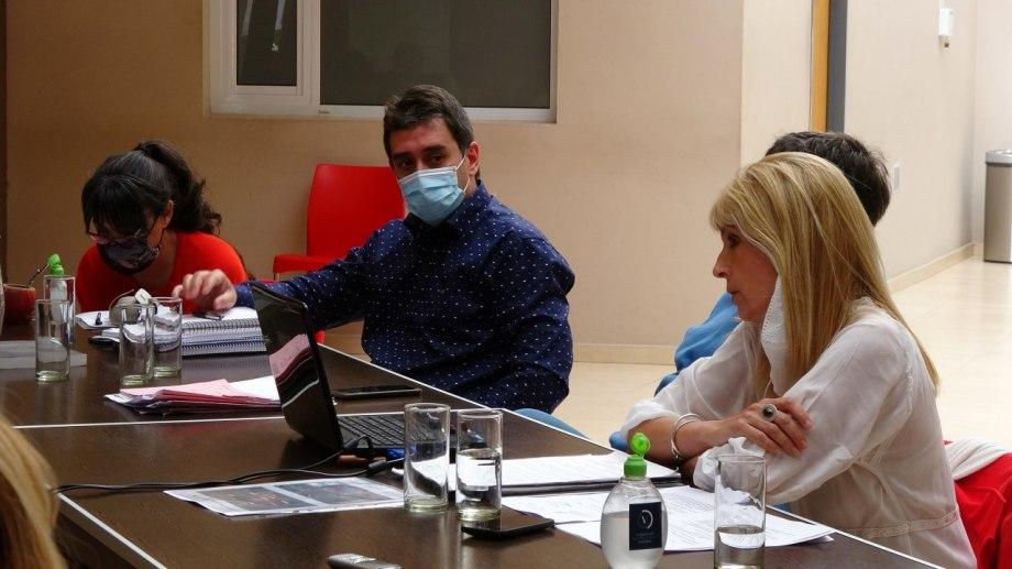Marco Castro y Mónica Herrero fueron los voceros oficiales en el Deliberante de Viedma. Fotos: gentileza.