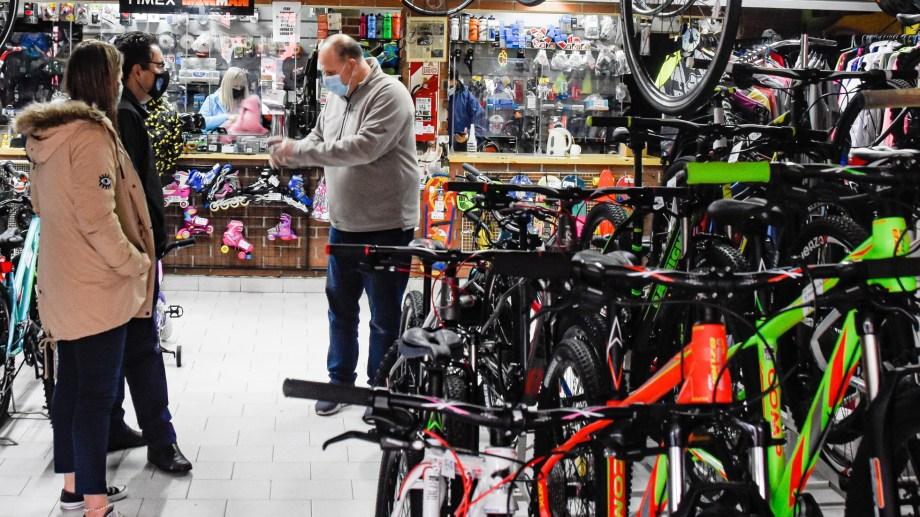 Las ventas de bicicletas se triplicaron en relación a los registros de 2017 en nuestro país. (Foto: Juan Thomes)