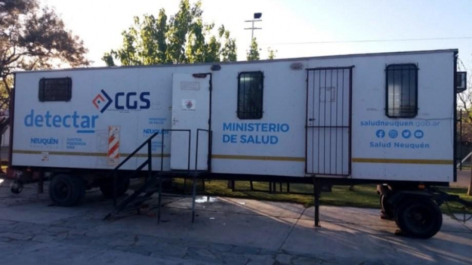 En Centenario se instaló un trailer para hisopados. (Foto: gentileza)