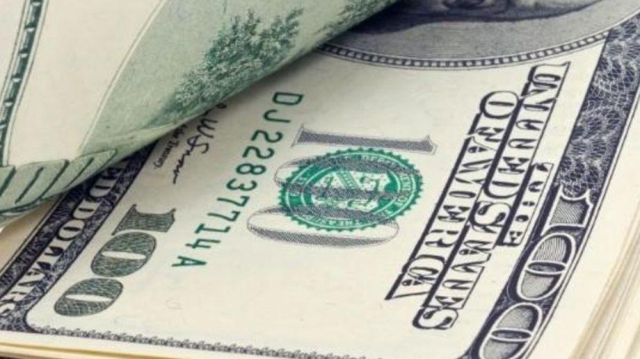 Quienes trabajan para empresas que recibieron el ATP no pueden comprar dólar ahorro.