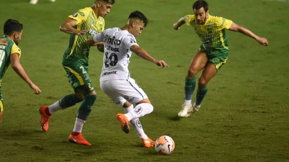 En Brasil, Defensa y Justicia perdió con Santos y quedó afuera de la Copa Libertadores.