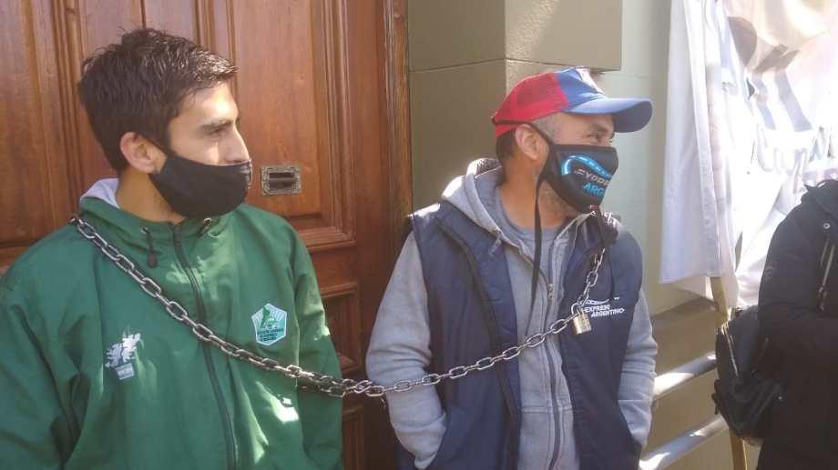 Trabajadores de Expreso Argentino reclaman ser reincorporados a sus puestos laborales. Foto: Gentileza