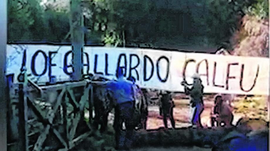 Un grupo de personas encapuchadas irrumpió el jueves por la mañana en el campo de la familia Soriani, en El Foyel, a unos 80 kilómetros de Bariloche.