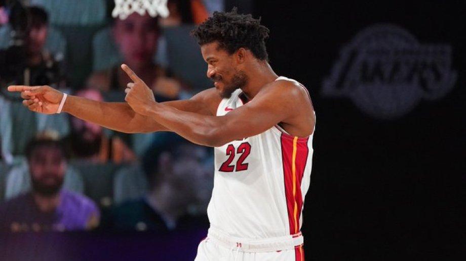 Victoria de Miami sobre Lakers. La estrella es Jimmy Butler, quien anotó 35 puntos , bajó 12 rebotes y entregó 11 asistencias.