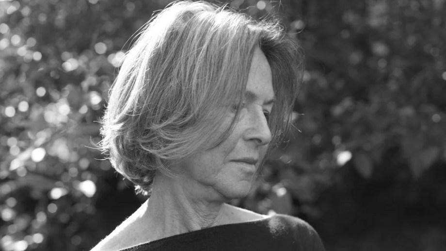 La poeta y ensayista neoyorquina Louise Glück fue elogiada por la búsqueda de claridad de sus libros.