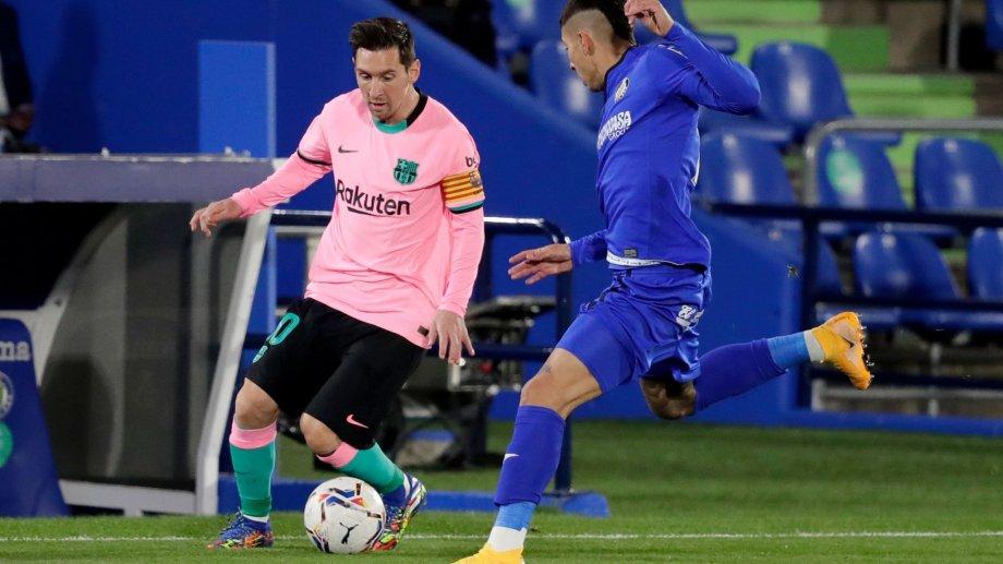 Sin un '9' definido como referencia,  Messi no está cómodo con este nuevo sistema de Koeman.