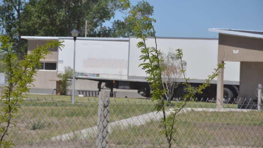 Frente a la saturación de los hornos crematorios, en el DUAM se instalaron camiones refrigerados para alojar cuerpos.