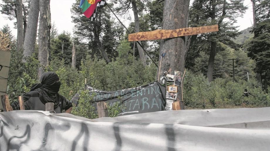 La comunidad mapuche Lof Lafken Winkul Mapu se instaló a principios de noviembre de 2017 en Villa Mascardi y expandió la ocupación a lotes contiguos. (Foto Archivo)
