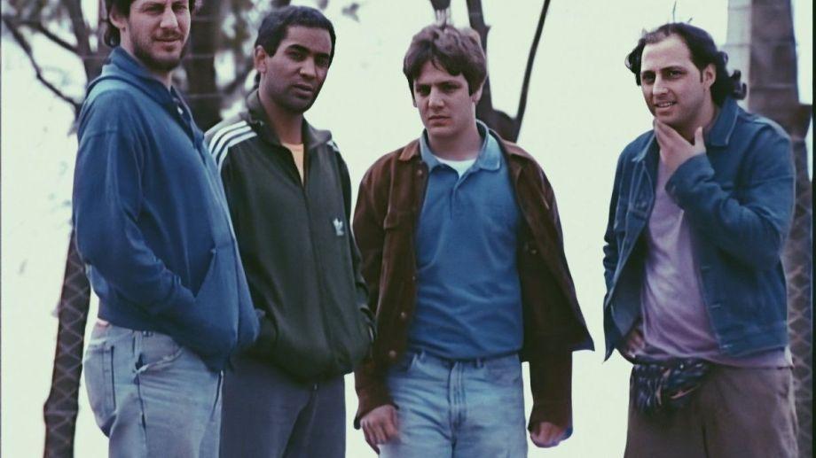 """Aquellos ocupas de """"Okupas"""". El Chiqui (Franco Tirri), el Pollo (Diego Alonso), Ricardo (Rodrigo de la Serna) y Walter (Ariel Staltari)."""