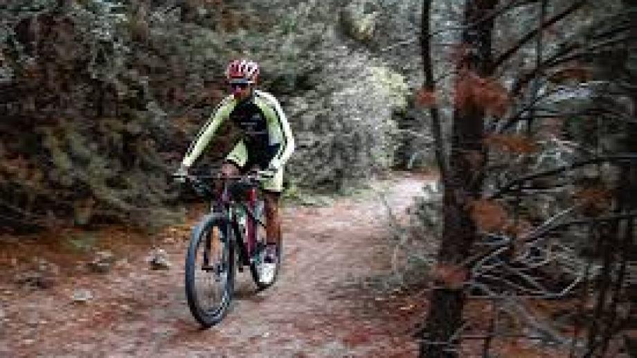 A sus 38 años, el ciclista local Cristian Ranquehue no piensa todavía en el retiro de la actividad. Foto: archivo