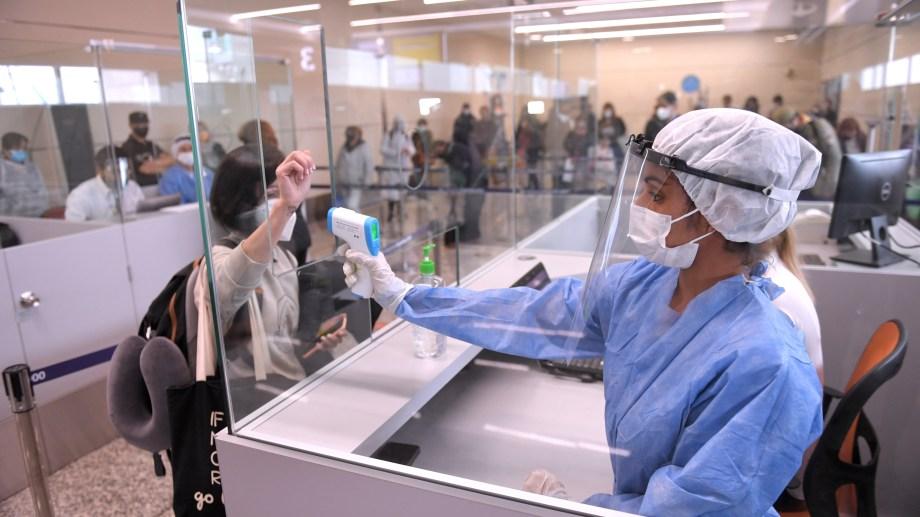 Aerolíneas Argentinas reinició la semana pasada la operatoria regular, que estaba suspendida desde el 20 de marzo por la pandemia de coronavirus. Foto Télam.