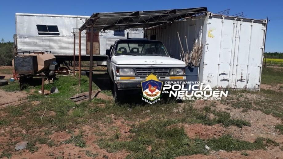 Detuvieron a tres sujetos cuando robaban elementos de un depósito de repuestos viales en Neuquén. Alegaron que estaban saldando una deuda. (Foto: Gentileza).