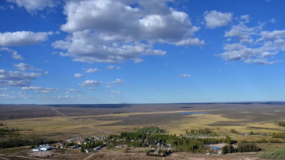 Al pueblo se accede desde Neuquén capital por la Ruta 237. La localidad más cercana es Piedra. Foto archivo.