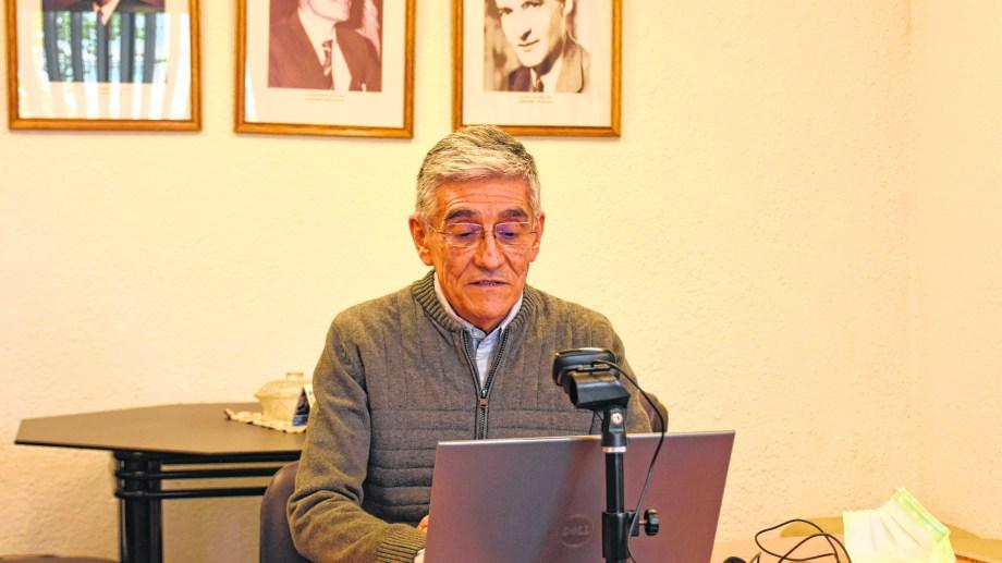 Manuel Vera integra el comité de crisis cipoleño y coordina el voluntariado en Medicina de la UNCo.