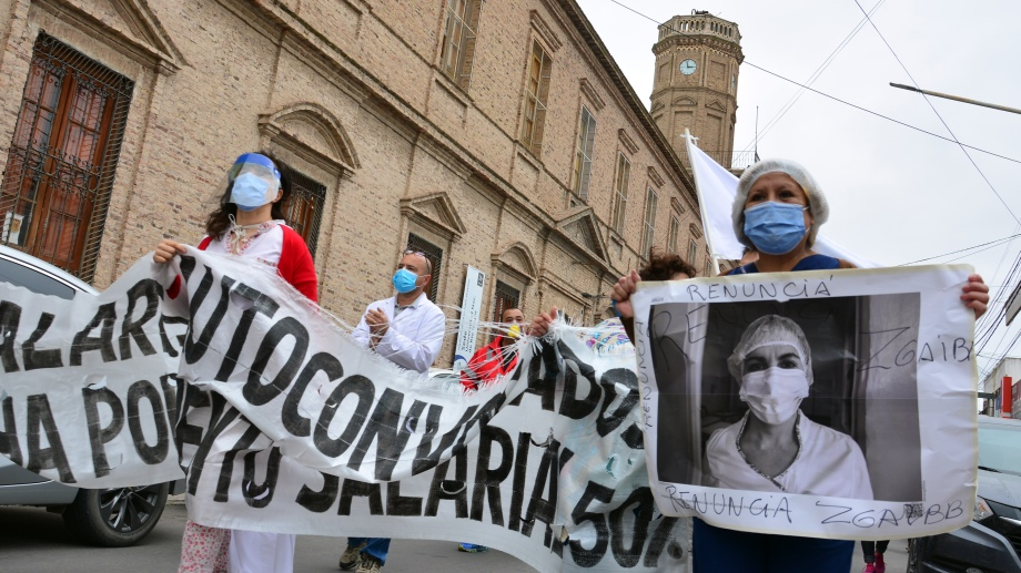Los trabajadores hospitalarios llevan más de un mes de reclamos en la provincia. Fotos: Marcelo Ochoa.
