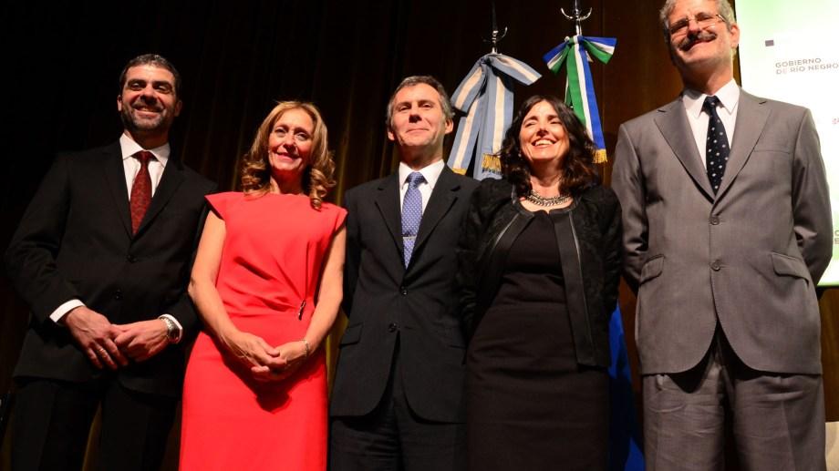 Los cinco jueces del STJ y el Procurador Crespo firmaron la suba plena en el Poder Judicial. Foto : Marcelo Ochoa