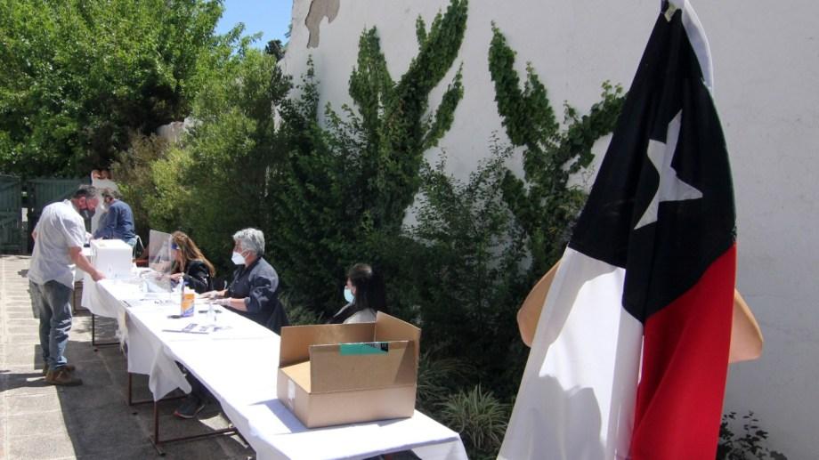En el plebiscito de 2020 se pudo votar en los consulados chilenos de Bariloche y Neuquén. Esta vez no. Foto. Archivo