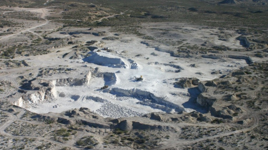 La cercanía de las canteras que la empresa tiene en la barda norte fueron claves para decidir la inversión en Roca hace dos años.