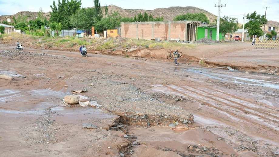 El temporal que sufrió Rincón de los Sauces afectó a varias familias de la zona del cañadón. (Gentileza).-