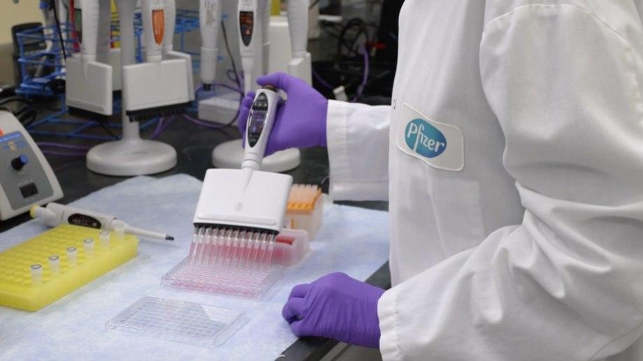La compañía afirmó que un análisis final del ensayo de fase 3 de la vacuna contra el coronavirus, logró una efectividad del 95 %. Foto: Gentileza