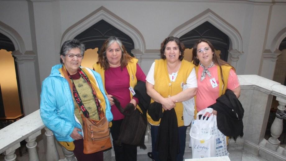 De izquierda a derecha, Liliana, Sonia, Nilda y Giselda, las docentes que defienden el patrimonio intangible del norte neuquino. Foto: Gentileza Promotoras Culturales.