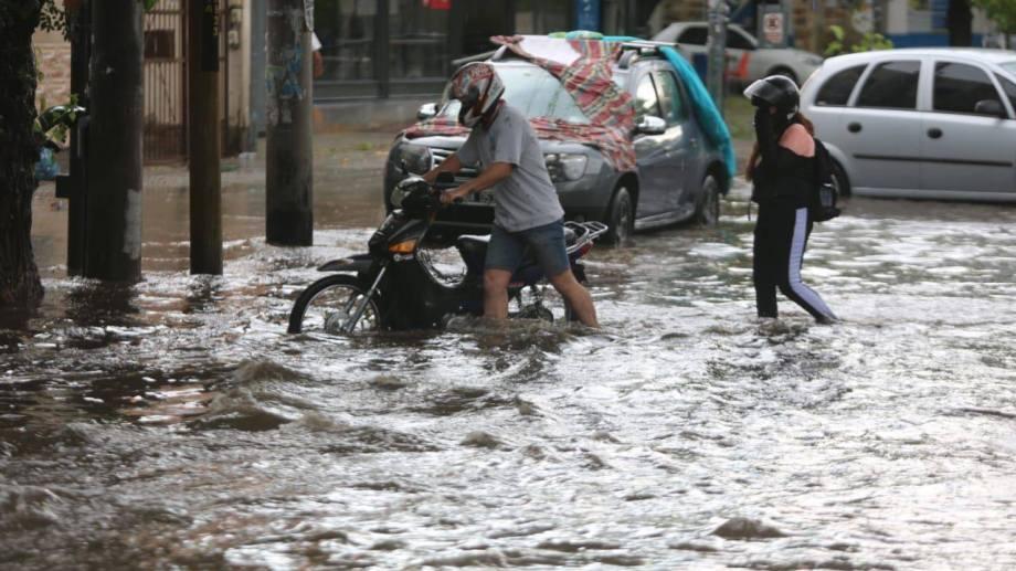 Las calles de Mendoza se volvieron intransitables por la tormenta.