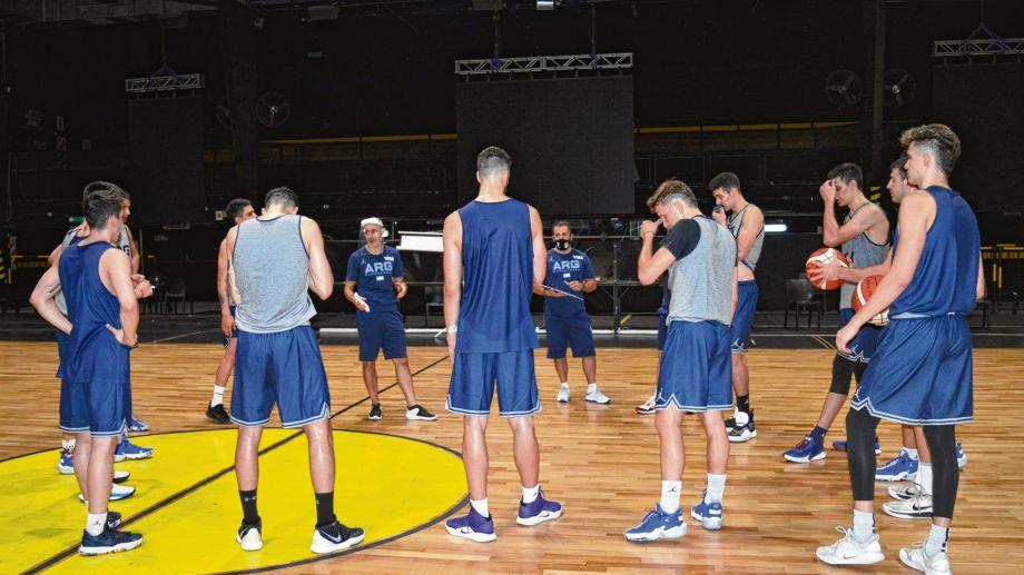 La Selección Argentina de básquet tendrá acción esta noche.