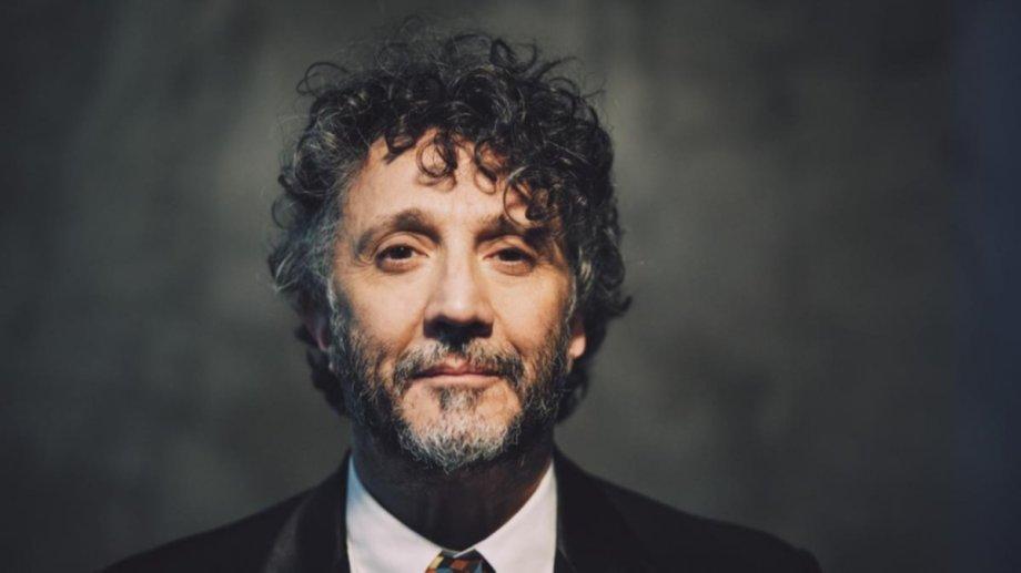 """""""Fui expulsado de todas las artes y ahora se me está dando una nueva oportunidad como actor de doblaje"""", bromea entre risas Páez"""