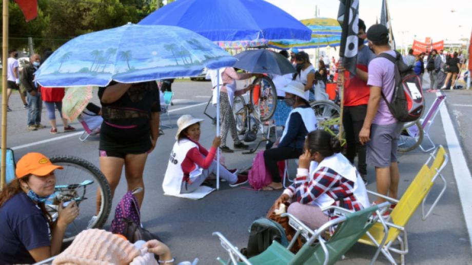 Fue la segunda jornada consecutiva en la que las organizaciones sociales se manifestaron en las rutas de Neuquén. Foto: Yamil Regules