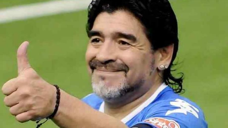 Maradona y en encuentro especial con su fanáticos en el Ruca Che.  Foto: Gentileza Día a Dia